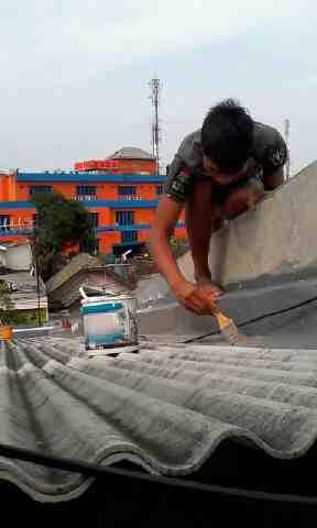 Foto: Ahlinya Atasi Masalah Atap Bocor