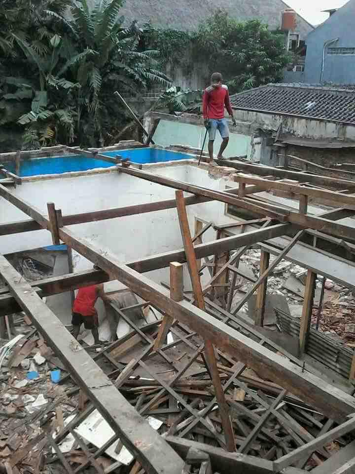 Foto: Jasa Tukang Pemborong Bongkaran Bongkar Surabaya