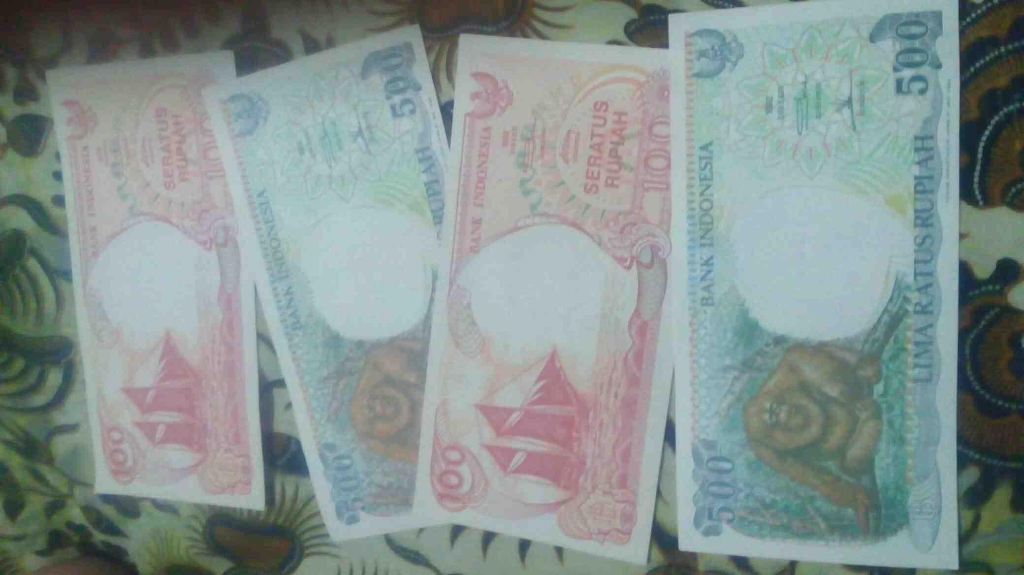 Foto: Uang Kuno Kertas 100 Rupiah dan 500 Rupiah Thun 1992