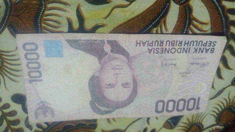Foto: Uang Kuno Kertas Sepuluh Ribu Rupiah Tahun 1993
