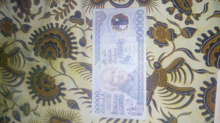 Foto: Uang Kertas Kuno Plastik 50 Ribu Rupiah  Tahun 1993 Pak Soeharto