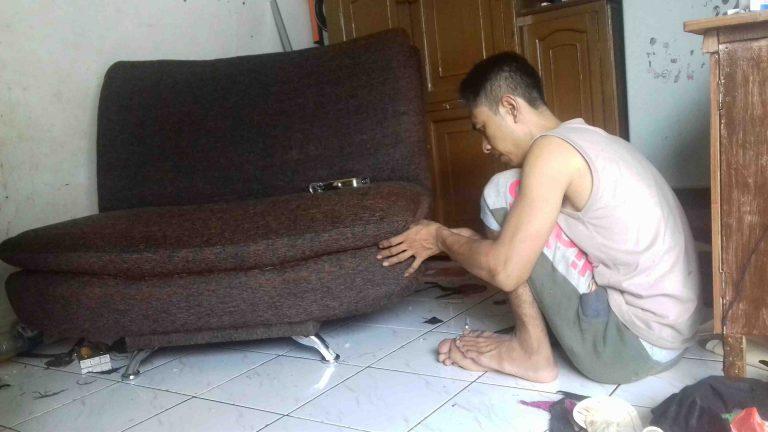 Foto: Merubah Sofa Lama Jadi Baru Lagi