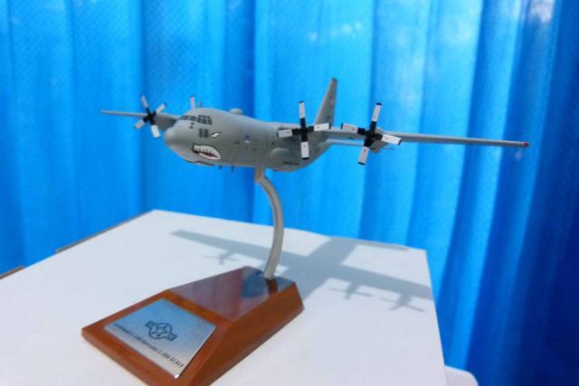 Foto: Diecast Meral Replika Pesawat C.130.C Hercules SCL.1:200